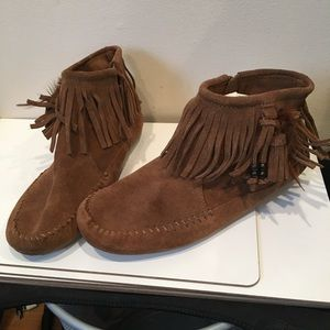Minnetonka Suede Leather Ankle Boots Like New